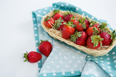 Frische Erdbeeren im Abtropfbrett Lizenzfreie Stockfotografie