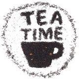Frische Erdbeeren und Tee auf Porzellanporzellantellern Tasse Tee gemacht von den Teeblättern mit in Lizenzfreies Stockbild