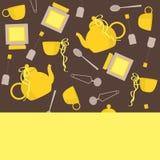 Frische Erdbeeren und Tee auf Porzellanporzellantellern Vecor-Hintergrund Stockfoto