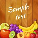 Frische Früchte auf hölzerner Beschaffenheit Traube, Kalk, Apfel, Kiwi, Erdbeere, Pfirsich, Banane Lizenzfreie Stockfotos