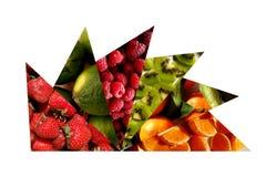 Frische Früchte innerhalb der Dreiecke, die als Öffnung vereinbart werden, lockern auf Stockbild
