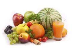 Frische Früchte und Saft lizenzfreie stockfotos