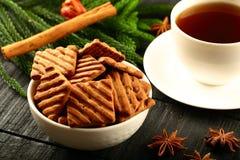 Frische Frühstück Schokoladensplitterplätzchen mit Kaffee Lizenzfreie Stockfotografie