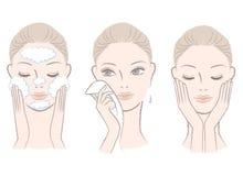 Frische Frau im Prozess des Waschens des Gesichtes Lizenzfreie Stockfotos