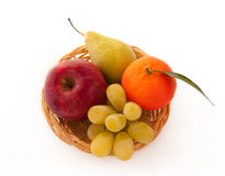 Frische Frucht auf einer Mehrlagenplatte - Vitaminladung! Lizenzfreies Stockfoto