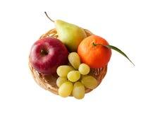 Frische Frucht auf einer Mehrlagenplatte - Vitaminladung! Stockfoto