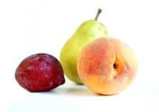 Frische Frucht auf Weiß Stockfotos