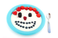 Frische Frucht der Verschiedenartigkeit im Joghurt lizenzfreies stockbild