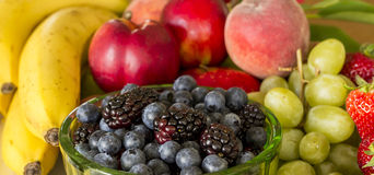 Frische Frucht-Mehrlagenplatte Lizenzfreie Stockbilder