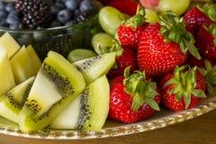 Frische Frucht-Mehrlagenplatte Lizenzfreies Stockfoto