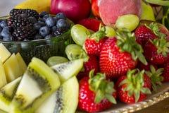 Frische Frucht-Mehrlagenplatte Stockfoto