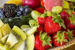 Frische Frucht-Mehrlagenplatte Lizenzfreie Stockfotografie