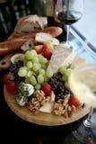 Frische Frucht-und Käse-Mehrlagenplatte Lizenzfreie Stockfotografie