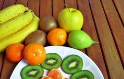 Frische Frucht von verschiedenen Arten lizenzfreies stockbild