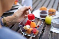 Frische Frucht zum Frühstück stockfotos