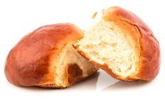 Frische gebackene geschmackvolle süße Briochen, Brötchen, Laibe, Brot Lizenzfreies Stockbild