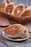 Frische gebackene Pasteten Stockfotos