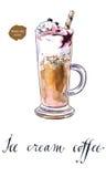 Frische gebraute KaffeeEiscreme mit Beeren Stockfotografie