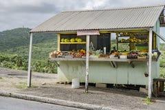 Frische geerntete Obst und Gemüse vom grünen Lebensmittelhändler, Barbados stockfotos