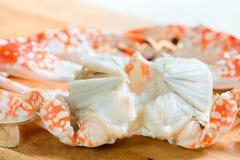 Frische gekochte und gekleidete Krabben stockfotos