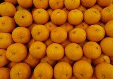 Frische geschmackvolle Orangen Stockfotografie