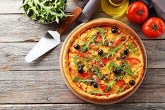 Frische geschmackvolle Pizza Stockfoto