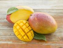 Frische gewürfelte Mangos Stockbild