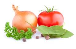 Zwiebel-, Tomate-, Piment-, Petersilien- und Buchtblätter Stockbild