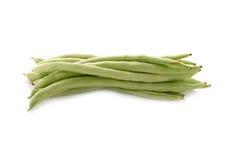 Frische grüne Bohnen auf Weiß Stockbilder
