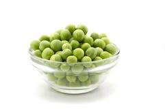 Frische grüne Erbse in der Glasschüssel Stockfoto