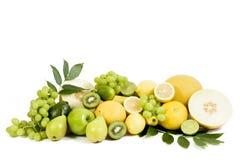 Frische grüne Früchte getrennt auf weißem Hintergrund Lizenzfreies Stockfoto