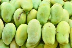 Frische grüne Mangofrüchte Lizenzfreies Stockbild