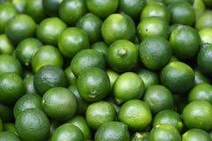 Frische grüne Zitrone lizenzfreies stockbild