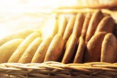 Frische Hafermehlplätzchen im Speicher für Verkauf stockbild