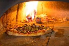 Frische italienische Pizza Lizenzfreies Stockfoto