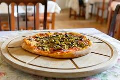 Frische italienische Pizza Stockfoto