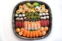 Frische japanische Sushi-Servierplatte Stockbilder