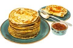 Frische köstliche Pfannkuchen mit rotem Kaviar Lizenzfreies Stockbild