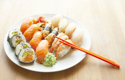 Frische köstliche Sushi Japanische Nahrung Lizenzfreie Stockbilder