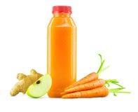Frische Karotte Apple Ginger Juice in der Flasche lizenzfreie stockfotografie