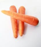 Frische Karotte lokalisiert auf einem weißen Hintergrund stockbilder