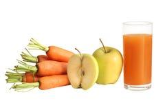 Frische Karotte und Apfelsaft Stockfotos