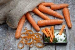 Frische Karotten im Sack mit Bad Stockfotos