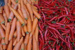 Frische Karotten und Pfeffer Stockfotografie