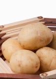 Frische Kartoffeln im Vase Lizenzfreie Stockbilder