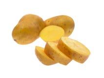 Frische Kartoffeln lokalisiert auf weißem Hintergrund Stockfotos