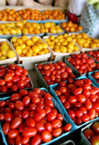 Frische Kirsch- u. Traubentomaten lizenzfreies stockfoto