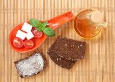 Frische Kirschtomaten, chees und breites Lizenzfreie Stockfotos