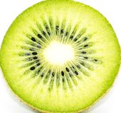 Frische Kiwi lokalisiert im weißen Hintergrund stockfoto