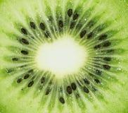 Frische Kiwi lokalisiert im weißen Hintergrund lizenzfreie stockfotos